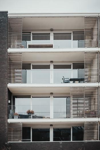 賃貸住宅のメリットはなんと言っても住み替えやすい点にあります。お子様の成長に合わせたり家族の増減、ライフステージに合った住み替えが可能なのは何より大きいですね。 そして、好きな場所を選べ、好きな間取りや外観など選択肢も豊富なこと。