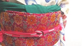 帯を固定するための帯締め。1本の細い紐ですが、帯を崩さず美しい着姿に仕上げる着付けの大切な締めくくりです。