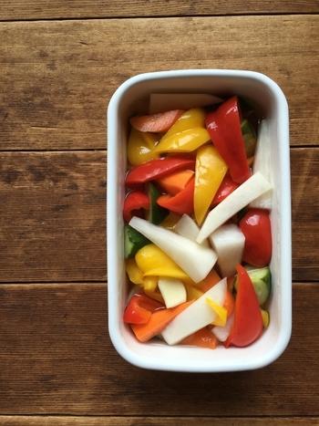 調味料もこだわってみてはいかがでしょうか。レシピによって様々な調味料を使いますが、基本となるお酢とお塩の紹介です。