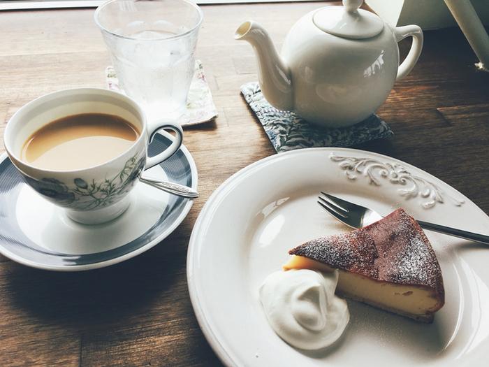 メニューには、世界各国から厳選した香り豊かな紅茶や軽井沢から取り寄せた丸山珈琲などが味わえます。こだわりのお茶やコーヒーにマッチするスイーツも種類豊富にそろいます♪