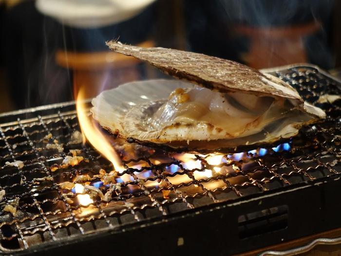 好きな食材を選び、自分で焼いて食べる海鮮網焼きという市場っぽい食べ方も楽しめます♪