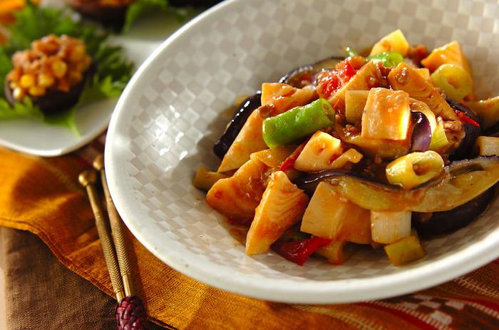 お豆腐の代わりになすを使ったボリュームのある一品。豆板醤のピリッとした風味はご飯との相性も抜群なので、麻婆なす丼にしてもおいしくいただけます。