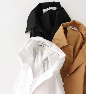 ゆったりとしたシルエットで、シャツながら印象が堅くなり過ぎずに合わせることができます。また、羽織りとしても使えるのでワンピースとのバランスも◎。