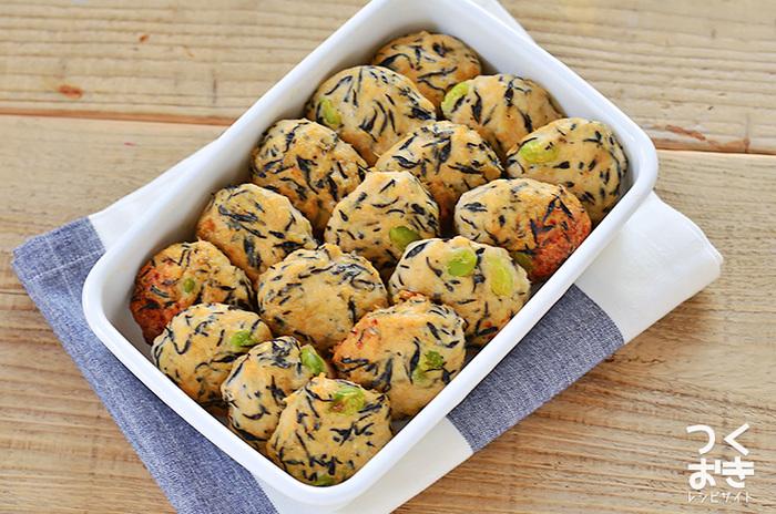 あっさりした鶏団子は、メインのおかずにも副菜にもなる一品。鶏団子を作り置きしておけば、色んなタレを絡めてアレンジできそうですね!