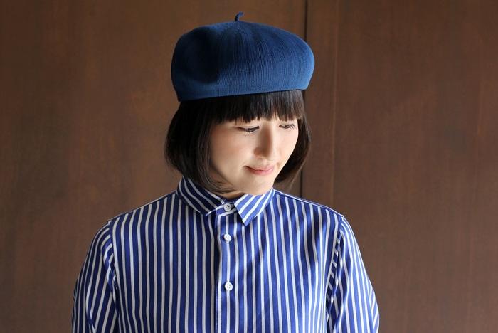 コロンとした丸いフォルムが特徴のベレー帽。素材はドライ感のあるポリエステルを採用していて、夏だけでなく暖かい季節でもムレを気にせず快適に過ごせます。丸みを出してふっくらとしたシルエットを楽しむのもいいですし、斜めに深く被ってみても素敵。
