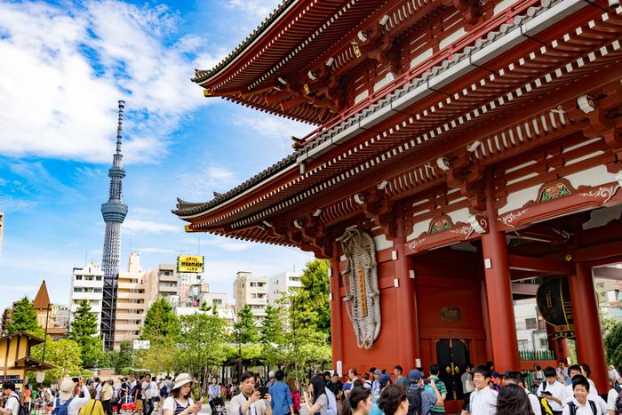 """下町から眺める""""東京スカイツリー""""の姿は、思わず写真に残しておきたくなる、浅草ならではの光景ですね!"""