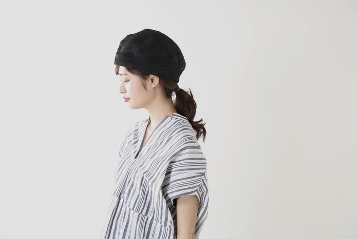 頭をすっぽりと包み込む、ふんわり大きめサイズが魅力のベレー帽。どんな頭の形にも合うように8枚のパーツを縫製し、丁寧に仕立てているのでさりげなく高級感も漂います。