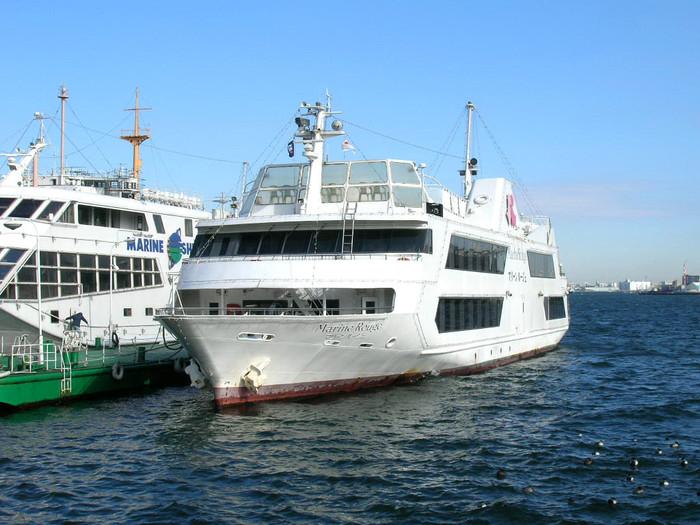 最後にご紹介するのが、船に乗って海風を楽しむランチクルーズ、サザンオールスターズの歌でもお馴染みの「マリーンルージュ」。