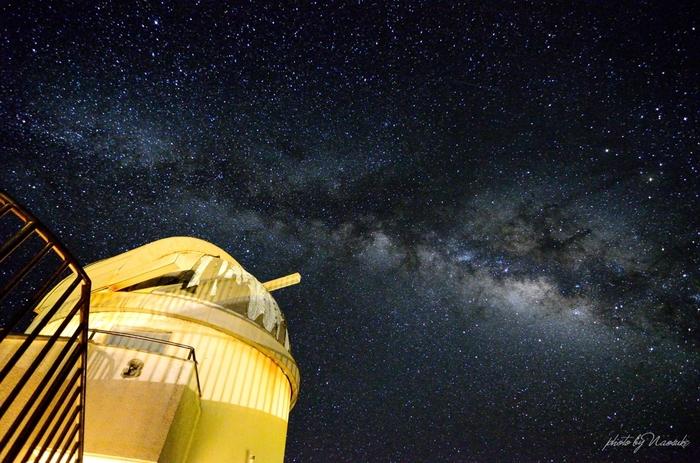 200㎜屈折式望遠鏡が設置された星空観測タワーもあり、天体観測のためだけに訪れる人もいるそう。降り注ぐような満天の星空は、手を伸ばすと届きそうなほどです。