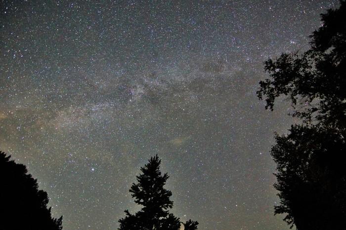 村のいたるところがビュースポット。ただ、そこに立っているだけで、満天の星の煌きを見ることができます。