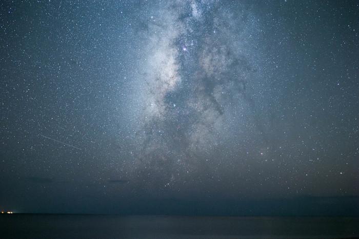 1年を通して「天の川」を見ることができるほか、全天に輝く88星座のうち84星座も観測できる日本有数の星空観測スポットです。