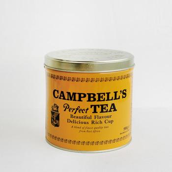 """茶葉を味や香りで選ぶのはもちろんですが、パッケージも気になりますよね。 こちらは、アイルランドの老舗紅茶ブランド""""CAMPBELL'S perfect TEA(キャンベルズパーフェクトティー)""""の茶葉。1797年の発売当初から変わっていない黄色いレトロなデザインは、ずっと飾っておきたくなる可愛さです。"""