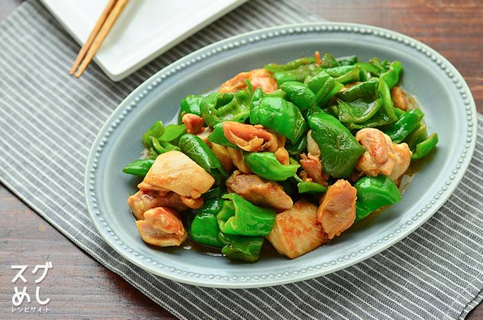 【オイスターソース2:マヨネーズ1】なら、サラダのドレッシングや、メインの食材に和えるだけでもOK。さらに炒め物・煮物やチャーハンに【オイマヨ】をプラスするだけで、いつもとはちょっと違うおいしさに出会えるはず!
