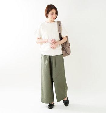 上品な見た目で、ラフなパンツスタイルもどこか女性らしい印象に。エレガントなスカートルックにも似合います♪