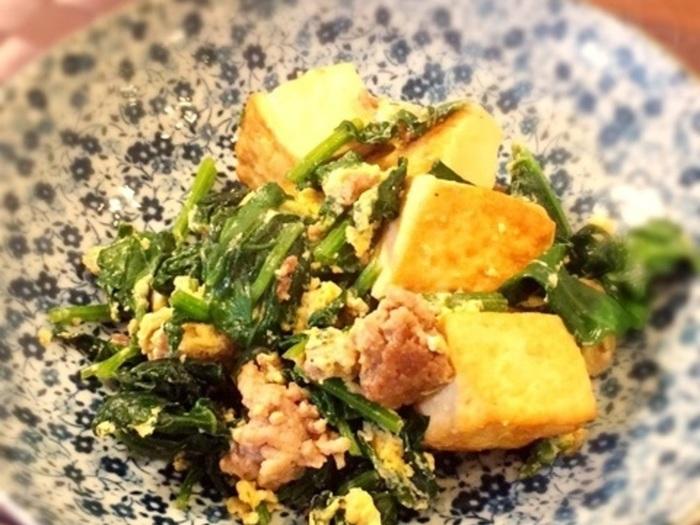 お豆腐の水切りはレンジにお任せ。簡単ですぐできるから、定番レシピにおすすめです。冷蔵庫にある野菜の端っこをパパッといれても良いですね◎