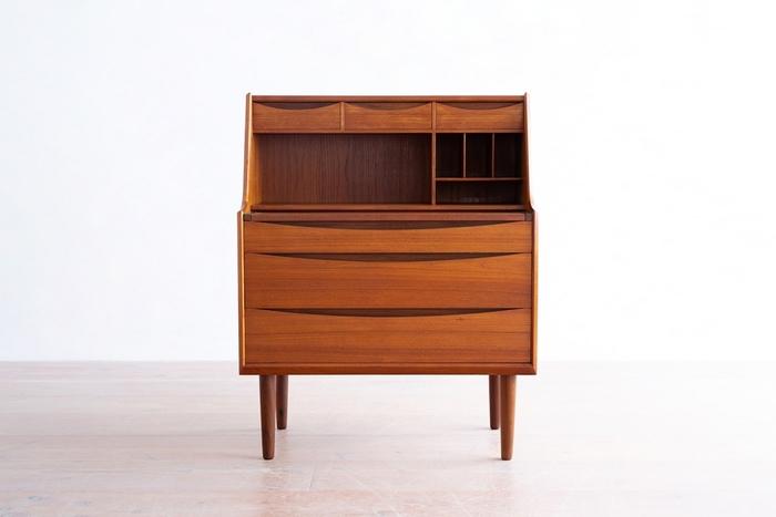 一度手にしたら虜になってしまう北欧ヴィンテージ家具。それはデザインが素晴らしいからという理由だけでなく、人の手で愛情を持って大切に扱われてきた、その軌跡が垣間見えるからかもしれません。 北欧ヴィンテージ家具を支えているのは、家具を受け継ぎメンテナンスしながら大切に扱う姿勢。