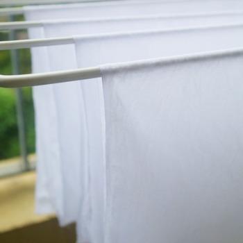 洗った布巾はしっかりと乾燥させましょう。除菌効果が高い天日干しが理想ですが、乾燥機や室内の風通しの良いところに干して濡れたまま放置しないことが肝心です。