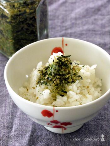 ふりかけもすり鉢があればお家で簡単に作れちゃいます。自分で作れば保存料なども気にしなくてOK、塩分も自在に調節できて体にいいことばかり。