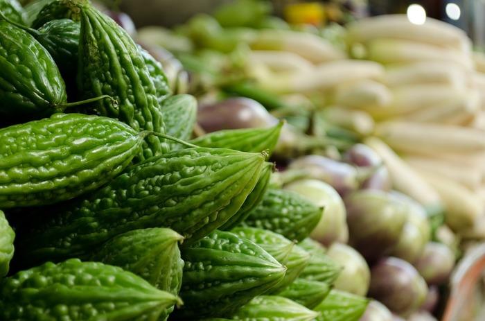ゴーヤなど苦みのある野菜や、カボチャの種・キャベツやブロッコリーの芯などのアクが出る野菜は、あまりベジブロスには向かないと言われます。好みによるので一概には言えませんが、入れるとしてもまずは少なめのほうがいいかもしれません。