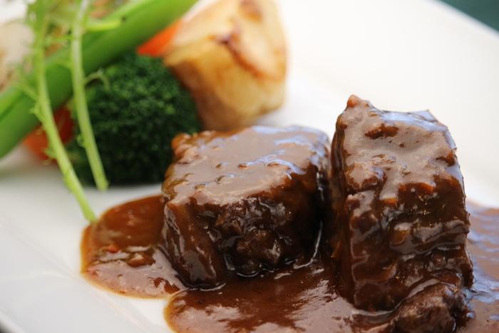 地元「ふらの和牛」を使った「ふらの和牛ほほ肉のワイン煮込み」は、とても丁寧に調理されおり、口の中いっぱいにお肉の旨味が広がってゆきます。