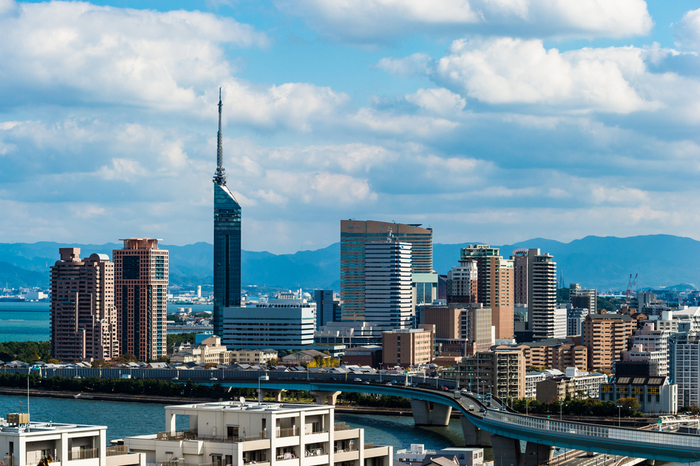 福岡といえば、食べ物が思い浮かぶ方も多いのではないでしょうか?ラーメンやモツ鍋、新鮮な魚介など美味しい名物がたくさんのグルメな街「福岡」。今回は、福岡に行ったらぜひ訪れていただきたい魅力的なランチスポットをご紹介します♪