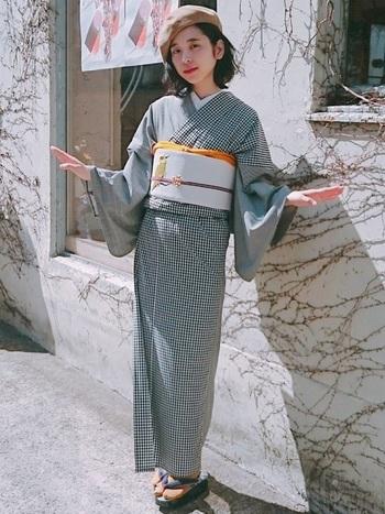観劇に行く場合など、きちんとした和服を着て行く人が多い場所だと着物のドレスコードが決まっている事がありますので、夏着物風の浴衣は避けた方が良いかもしれません。