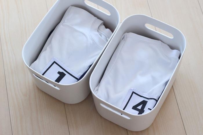 やわらかポリエチレンケースには、兄弟・姉妹で使う体操服を分けて収納。毎朝の身支度がスムーズに出来そうです!他にも、文房具やおもちゃ…などなど、色々なものに応用することができますね。