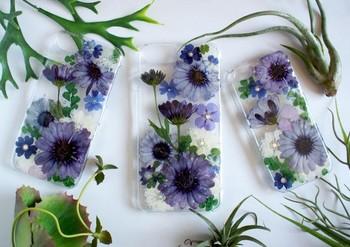 見ているだけで癒やされるハーバリウムがなんとスマホケースに!アロマティックな雰囲気が、上質な毎日を過ごさせてくれそうですね。お花の種類が豊富ですので、お好きな花や花言葉で探してみてくださいね。