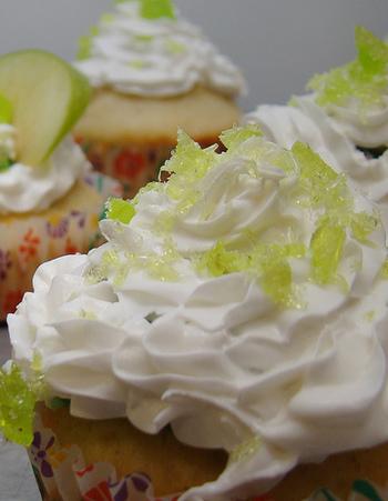 サワークリームは生クリームに乳酸菌を足して発酵させることで作る、乳脂肪分が多い乳製品です。少量でもコクと旨みをプラスすることができます。