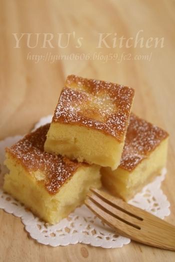 ふんわりとチーズのような風味を感じるサワークリームとりんごのケーキです。一口大のスクエアにカットして、ティーカップに添えてみるのも素敵です。
