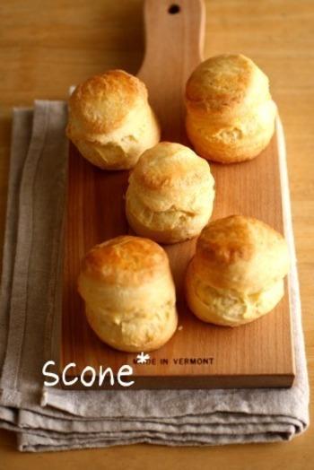 おやつや朝食にもぴったりなスコーンのレシピ。スコーン生地を一晩おいておくことでしっとり、さっくりとした食感のスコーンに仕上げることができます。