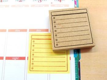 大きめの付箋にこちらの付箋スタンプを押せば、付箋がTO DO リストに早変わり!その日に訪れた場所や食べたものを一覧で記したり、お土産リストとしても使えます。