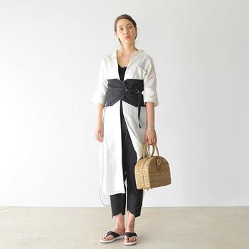 上質なつくりは、カジュアルな装いはもちろん、きれいめコーデにもしっくり対応。ワイドパンツやロングスカートなどにもよく似合います。