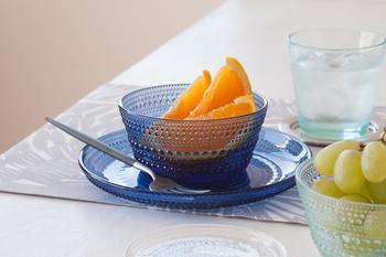 冷たい食べ物や飲み物の登場がぐんと増えるこの季節は、ガラスの器を使って視覚から涼しさを感じましょう。テーブルウェアをガラスの器で揃えると、一気に涼しげな食卓になりオススメです。