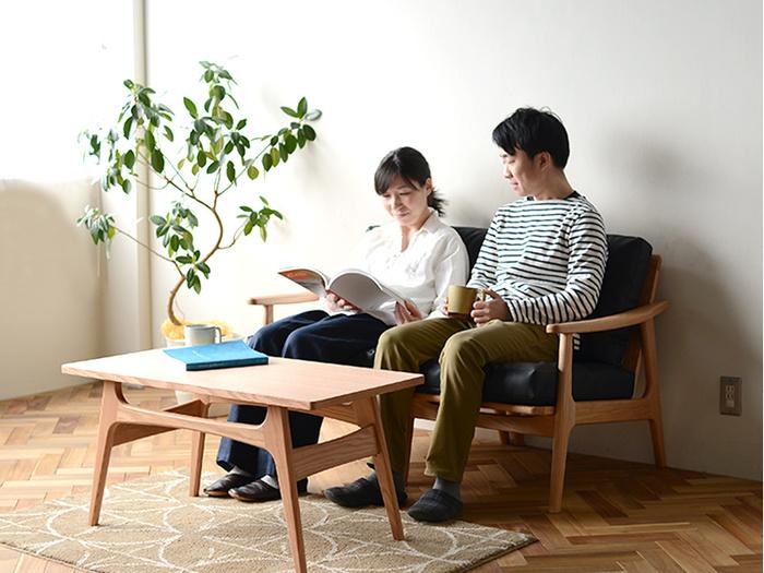 将来的には大き目のソファも視野に入れたいですよね。そんな人には拡張できるデザインのソファも選択肢の一つ。二人掛けとして使えるこちらのソファ…