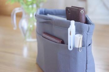 バッグの中身の入れ替えにも、ランチで外出するときに持ち出すのにも便利なのが、バッグインバッグです。ポケットや仕切りが多いものなら、こまごましたものも定位置管理ができ、バッグの中で迷子になることもありません。軽くてスリムな形状のものが、バッグに収めやすくておすすめです。