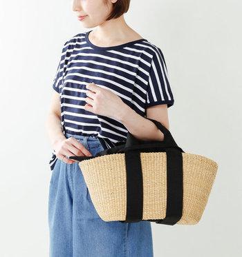 人気のかごバッグブランド「MUUN(ムーニュ)」の2wayエレファントグラスカゴバッグです。高さを抑えめにした横にワイドになったフォルムが特徴的。普段のお出かけにちょうど良いサイズ感で、中のものも取り出しやすい機能的なバッグです。