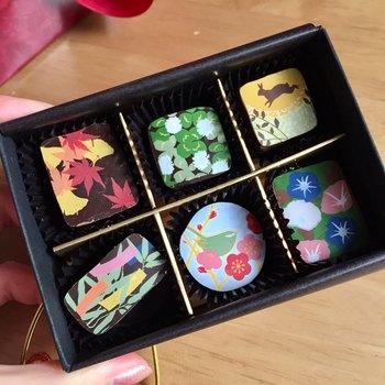 胡麻オリーブや白味噌ココナッツなど、さまざまな素材を組み合わせた「ショコラ雅」は、美しい日本の四季を描き華やかに彩られています。