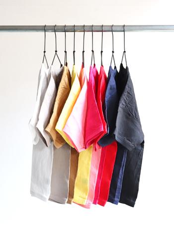 そこで今回は、色違いで揃えたくなるおすすめ無地Tシャツや、無地Tシャツを使った大人っぽいコーディネートをご紹介します。どのTシャツを買おうか迷っていたという人は、ぜひ参考にしてみてくださいね。
