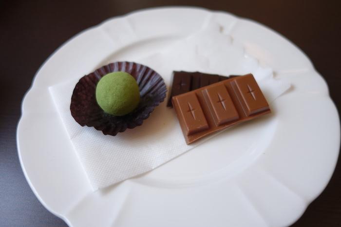 モンドセレクション金賞受賞の黒みつ抹茶トリュフチョコは、京都宇治の最高級抹茶と老舗飴処「祇園小石」の特製黒みつを使用した香り豊かな逸品です。