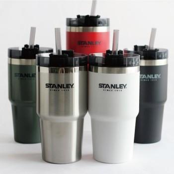 同じくSTANLEYの、耐久性と保温性を兼ね備えたストロータイプのマグボトルです。ストローを指して使える口や、直のみできる大きな口など、3か所に動かして使えるフタがとっても便利。車中で冷たいアイスコーヒーなどを、ストローで飲みたいという人にもおすすめです。