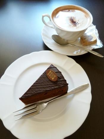 イートインスペースでは、チョコレートドリンクやチョコレートケーキも楽しめます。ココアとは違う濃厚さに大満足♪