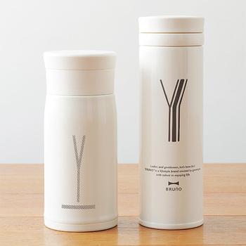ホーローをイメージして作られたという「BRUNO(ブルーノ)」の真っ白なボトルは、ナチュラル派さんにぴったり。毎日持ち歩きたくなるようなシンプルなデザインがおしゃれですね。自分の名前のアルファベットが施されたボトルを選べば、マグボトルライフがグッと楽しくなりそうです。