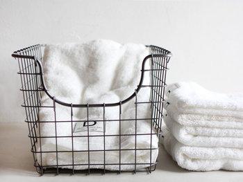 タオルはやっぱり真っ白が好きな人も多いのでは?ふかふかの真っ白なタオルは、清潔感があって、使い心地も◎。今治産のクラスカのタオルは、やわらかでボリュームがあり、吸水力も満点。使うたびにほっと幸せな気持ちになりますよ。