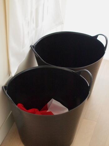 色ものや下着、タオルなど事前にカゴを分けておくと洗濯するときに、選り分ける時間が短縮できます。カゴがたくさんないときは、大きめの洗濯ネットなどでも代用できます。
