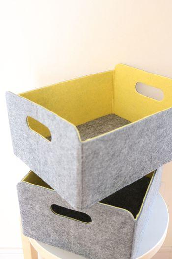 リビングは家族のものがそれぞれの部屋から集まってきてしまうエリアです。ひとつひとつ戻しに行くよりも、家族ごとの専用ボックスを作って、置き去りになっているものはざっくりとこのボックスに戻すようにすると家族も片づけやすくなります。
