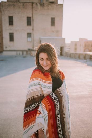 女性に多い、冷え性。寒い冬は外気の影響で手足が冷えてしまいがちですが、夏場も冷えを感じている人が増えてきています。その原因として考えられることは2つあり、1つは冷たいものを取り過ぎて胃腸を冷やしてしまうこと。そしてもう1つは自律神経の乱れ。無理なダイエットや過剰なストレスを受けるとホルモンバランスが乱れ、それが原因で自律神経も乱れてしまいます。室内と外気の寒暖差など、環境の変化からくるストレスも自律神経を乱してしまう原因に。