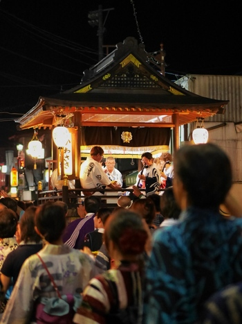 同じ日本でも地方によって、それぞれの伝統や儀式があります。郷に入れば郷に従え。その土地の習慣に従って行動してみるというのも貴重な体験。旅が一層充実したものになりますよ。