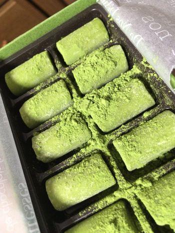 北山杉をイメージした筒状の生チョコレートをお土産にいかがですか。カフェではウェルカムチョコレートとして食べられます♪