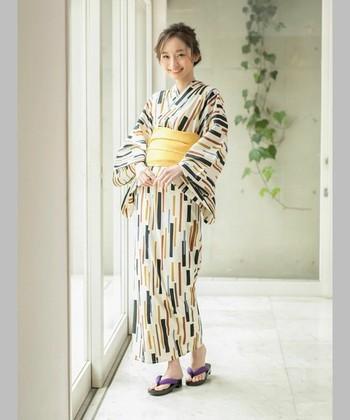 """浴衣は着物の格付けの中では、""""普段着""""や""""リラックスウェア""""とされていますが、それは浴衣その物の他にコーディネートにも関係してきます。"""